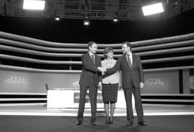 Rajoy y Zapatero intercambian promesas electorales y se enzarzan sobre ETA