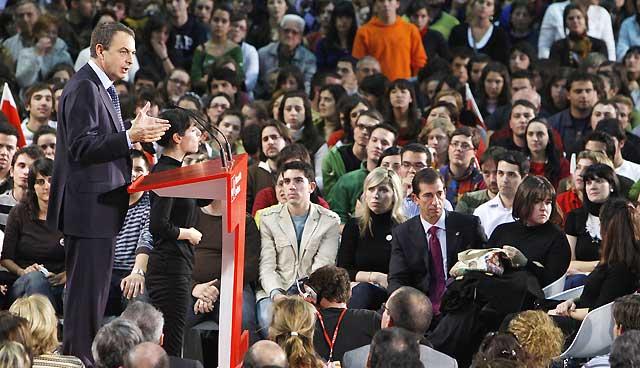 """Zapatero pide el voto a los jóvenes para evitar el triunfo del PP """"por abstención"""""""