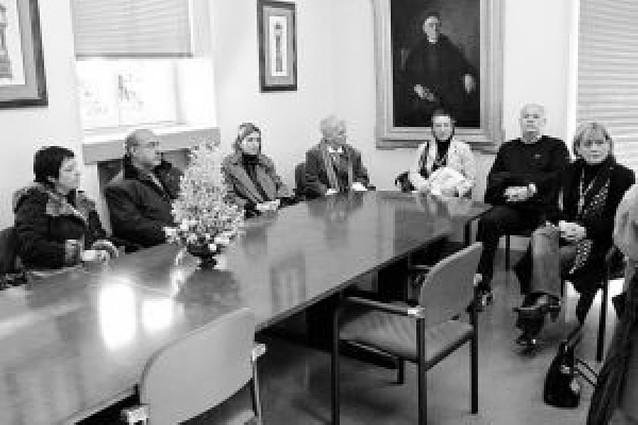 La comisión de Asuntos Sociales del Parlamento visita la residencia de ancianos