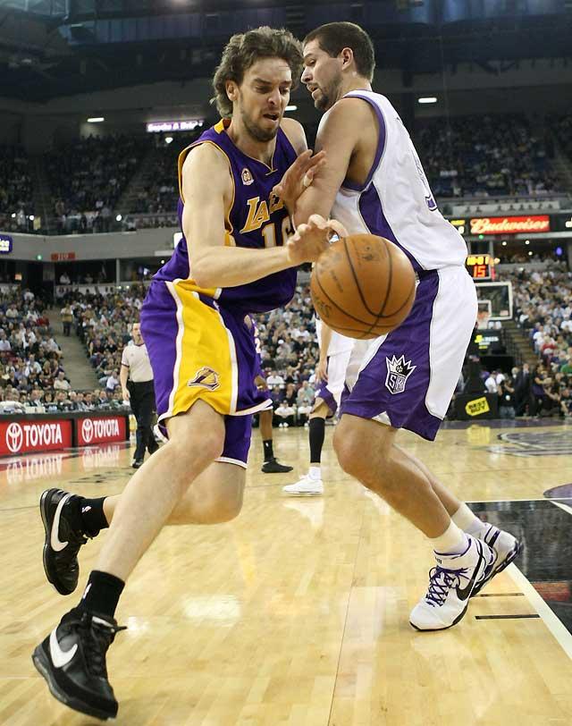 Gasol hace su mejor partido con los Lakers en la victoria sobre Sacramento (105-117)