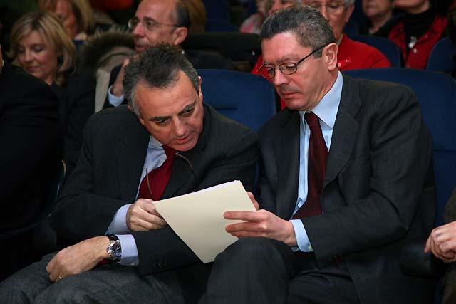 Ruiz-Gallardón pone a Navarra como ejemplo para el Gobierno de España