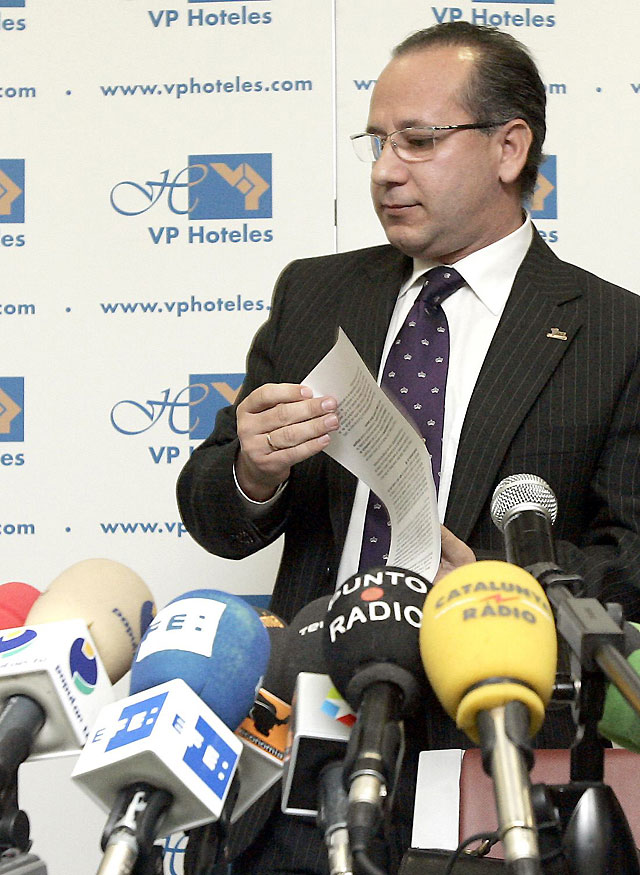"Alcaraz deja la presidencia de la AVT ""por motivos personales"""