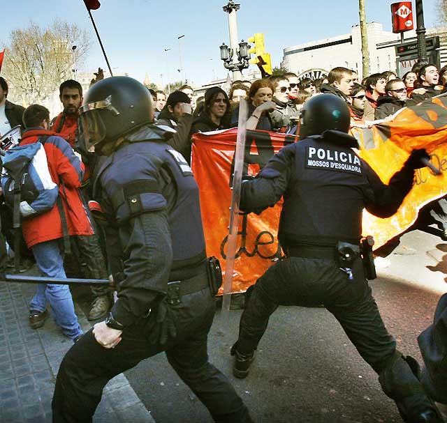 Miles de estudiantes protestan en Barcelona contra el proceso de Bolonia