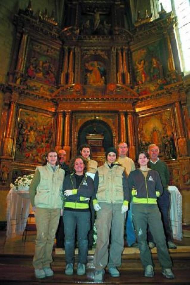 Villatuerta pone a punto para San Veremundo el retablo mayor de la parroquia