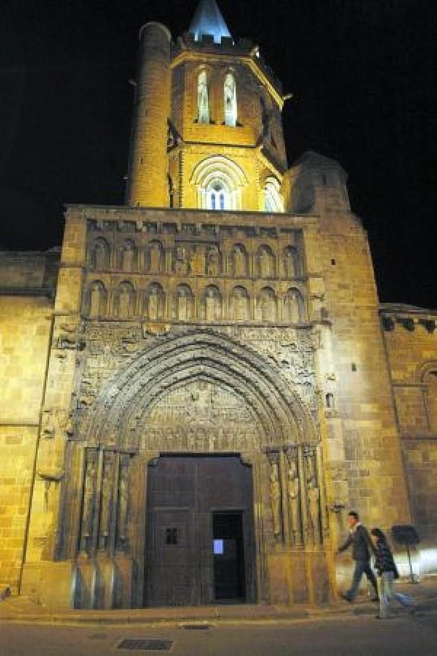 Amigos del Románico critica el retraso en la restauración de Santa María de Sangüesa