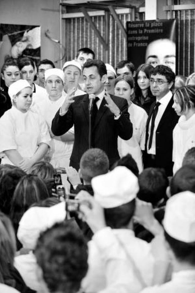 Sarkozy se pone a cubierto de los comicios locales