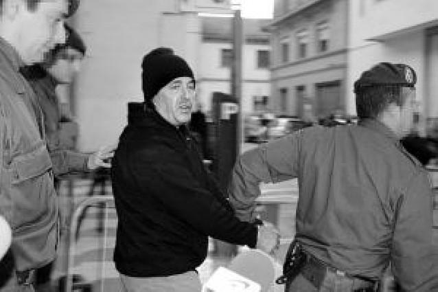 """El juez de Tudela comunica a """"El Solitario"""" su procesamiento por matar a dos guardias civiles"""