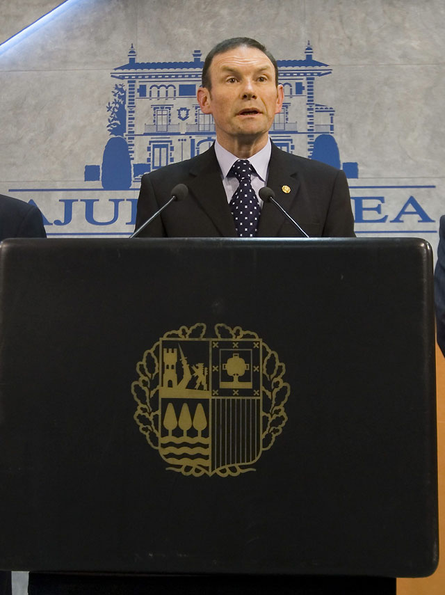 """Ibarretxe: """"ETA tiene el desprecio más absoluto de la sociedad vasca"""""""