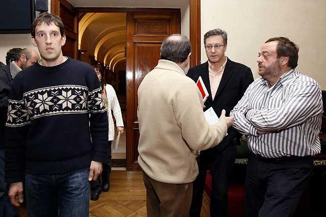 El Ayuntamiento de Pamplona condena el asesinato y exige el fin de ETA con la abstención de ANV