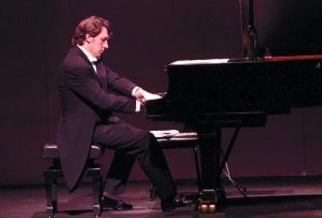 Un recital de piano abre el 50 aniversario del Conservatorio