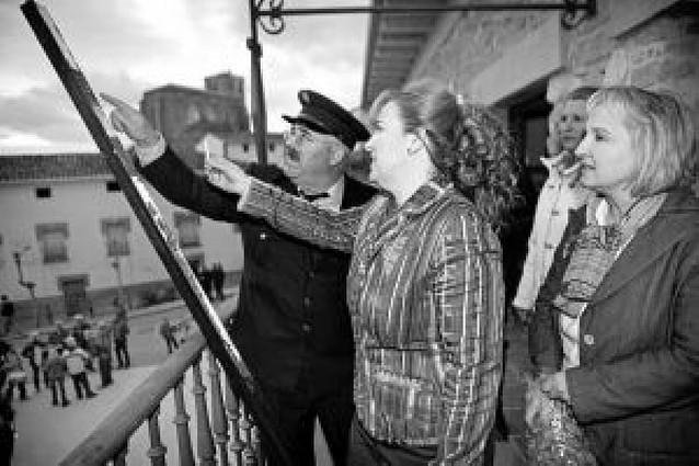 Villatuerta cedió el honor del cohete a la cofradía de San Veremundo