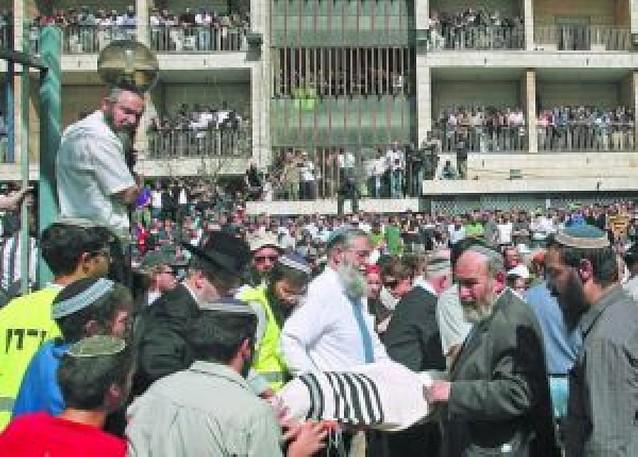 Jerusalén llora tras el asesinato de ocho jóvenes en una escuela