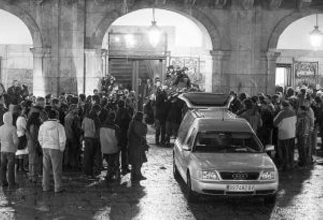 El Ayuntamiento de Mondragón condena el atentado con la oposición de ANV