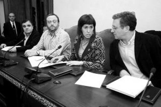 El público del pleno de Pamplona abuchea a Mariné Pueyo (ANV)