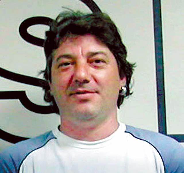 ETA asesina a tiros en Mondragón a un ex concejal del PSE a la puerta de su casa