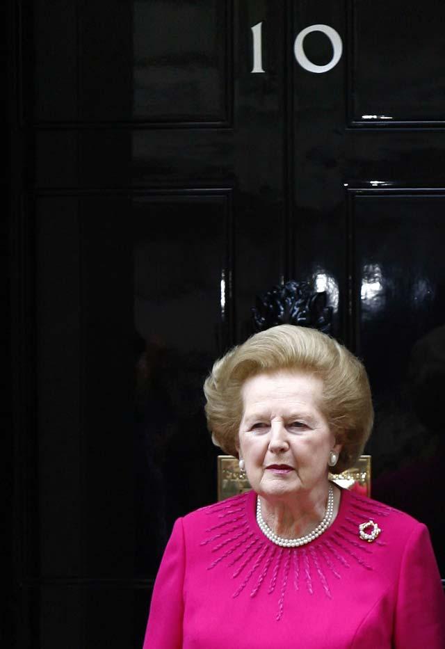 Margaret Thatcher abandona el hospital en el que ingresó por un mareo