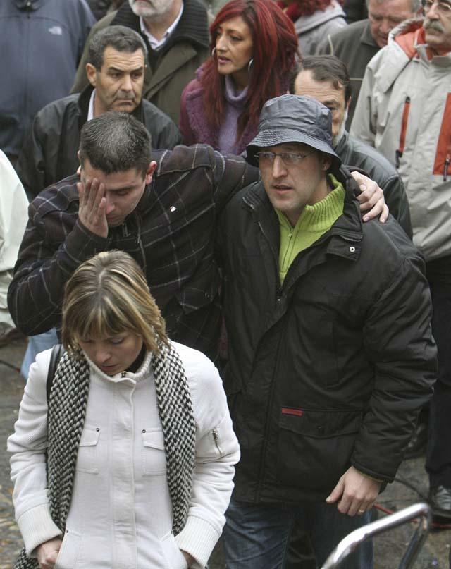 Representantes institucionales y políticos expresan su rechazo a ETA en Arrasate