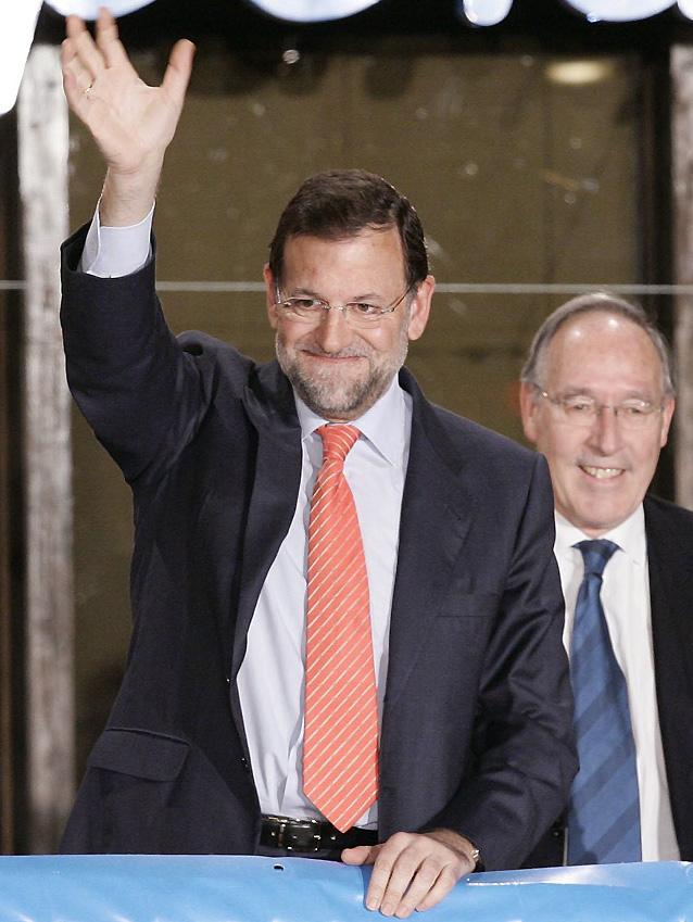 """Rajoy elude hablar de derrota y dice que estará """"a la altura de las circunstancias"""""""