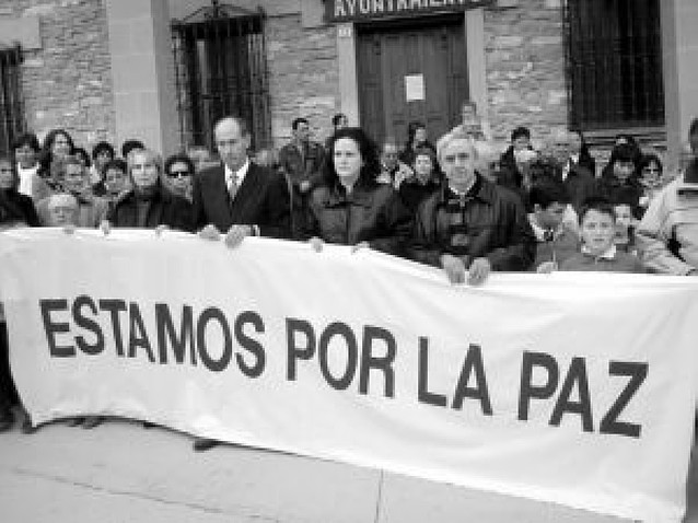 La comarca reparte hasta el martes las protestas por el atentado