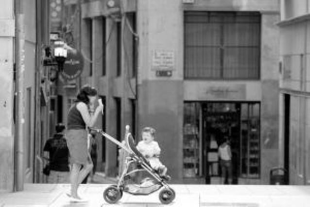 El Gobierno navarro destina 7,4 millones en ayudas a mujeres trabajadoras con hijos