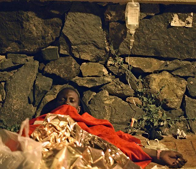 Un cayuco con 77 inmigrantes ilegales subsaharianos llega a las costas de Tenerife