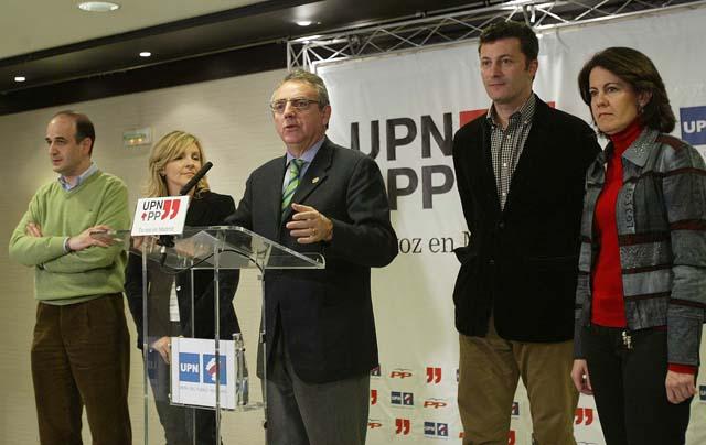 Zapatero, recibido con silbidos y aplausos, Rajoy, al grito de 'Presidente'