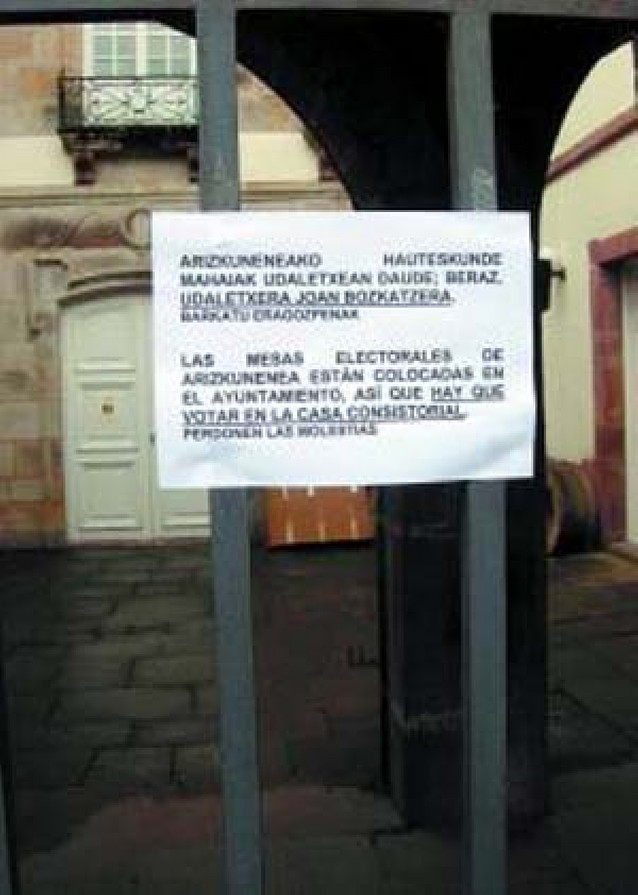 Atacan con veinte cócteles molotov un furgón de la Policía Foral en Pamplona