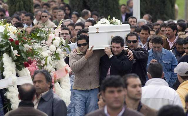 Miles de personas dan el último adiós a la niña Mari Luz Cortés
