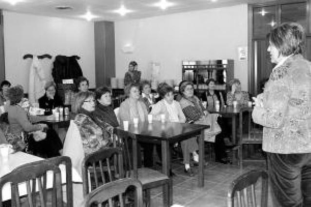 La asociación de mujeres homenajea a la centenaria Encarna Galindo