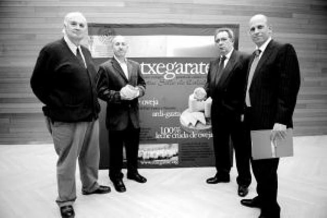 """Productores vascos y navarros lanzan al mercado el queso de oveja """"Etxegarate"""""""