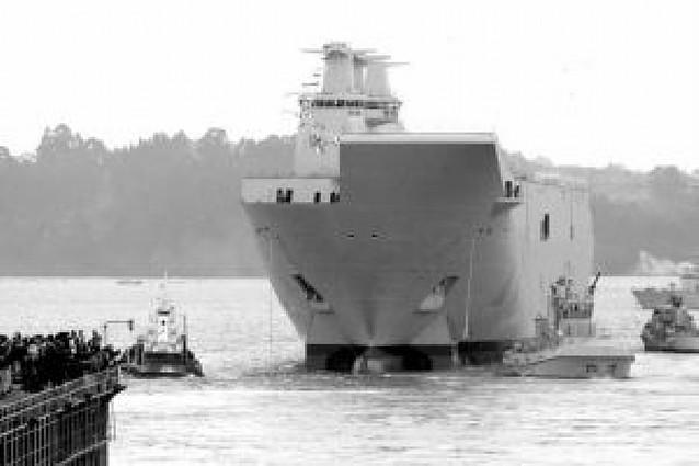 """La Armada pone en el mar el """"Juan Carlos I"""", su buque más grande"""