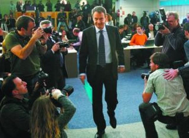 """Zapatero resalta su """"mayoría sólida"""" pero promete que hablará con todos los grupos"""