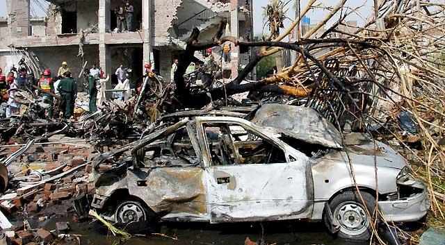 Un doble atentado suicida deja 26 muertos y un centenar de heridos en Lahore
