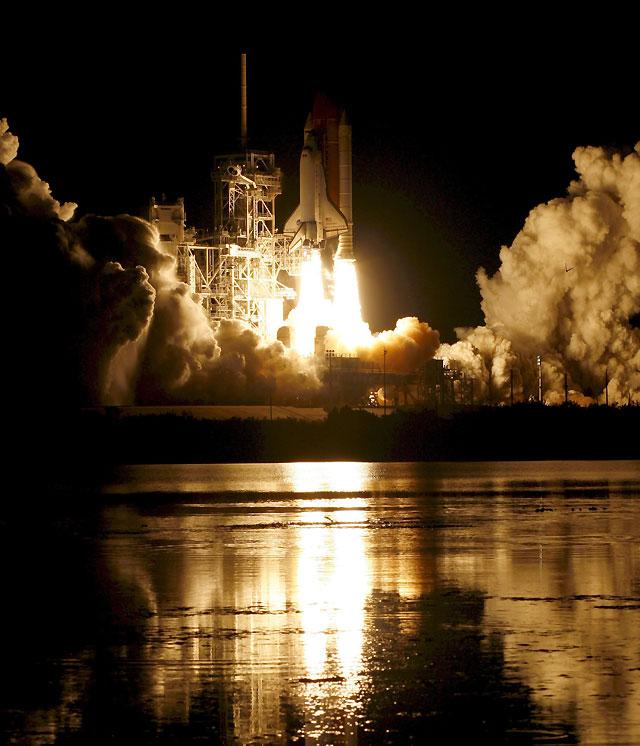 """El """"Endeavour"""" parte con éxito rumbo a la Estación Espacial Internacional"""