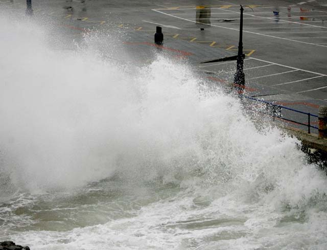 El temporal no daña las infraestructuras de los puertos afectados en Vizcaya