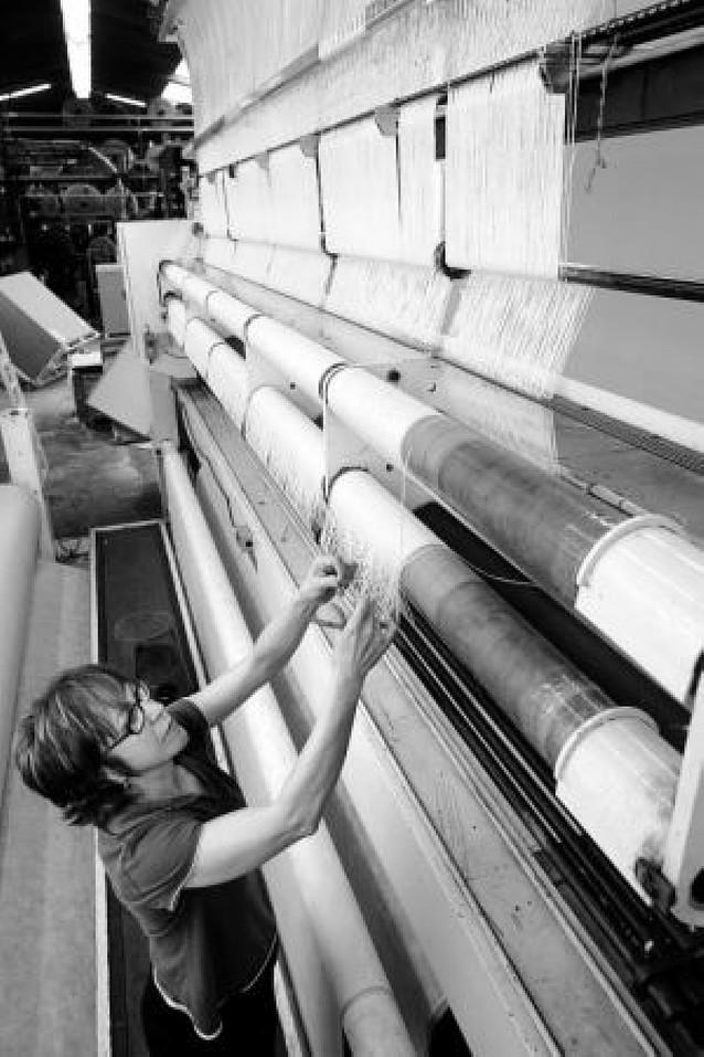 Industria, CC OO y UGT firman un acuerdo para consolidar la industria textil en Navarra