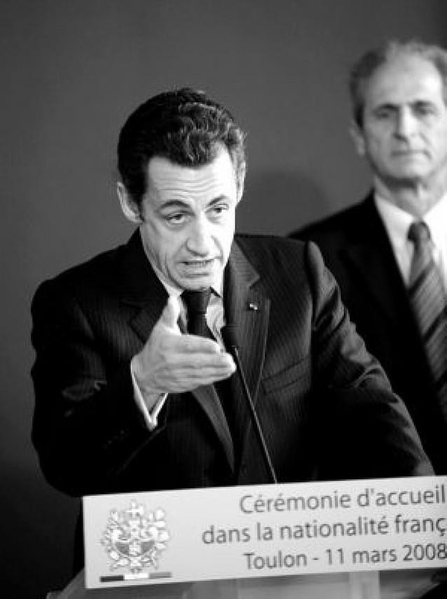 """Sarkozy dice que tendrá que """"sacar lecciones"""" del retroceso de su partido"""