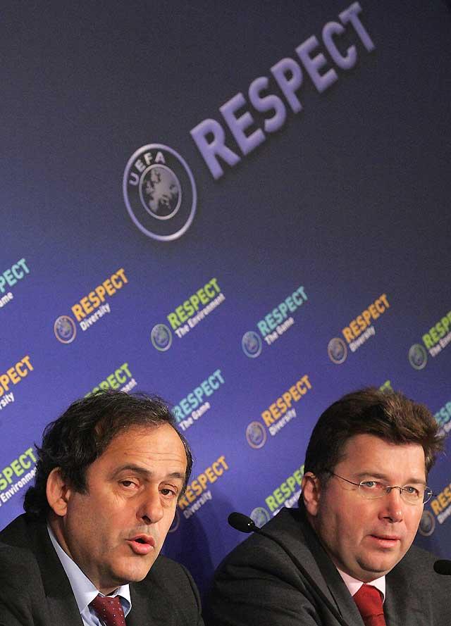 Platini asegura que España jugará la Eurocopa pese a las amenazas de la FIFA