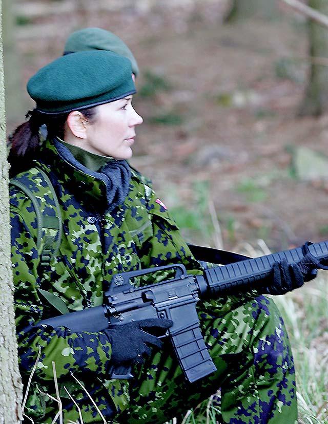 La princesa Mary de Dinamarca la última parte de su entrenamiento en la Milicia Nacional