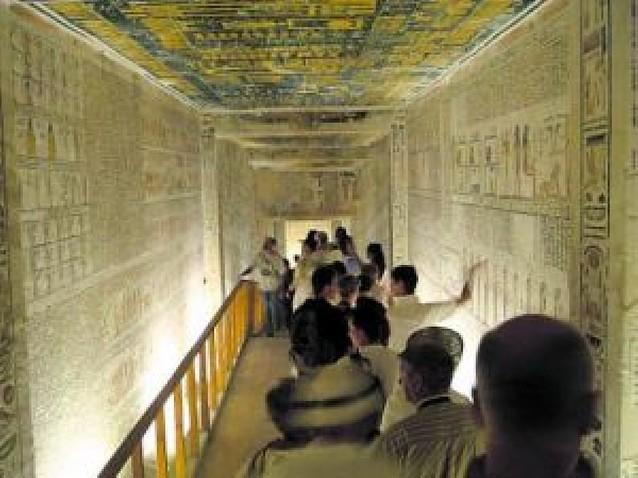 Las momias, a las tumbas