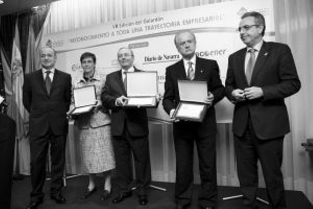 José María Martínez, de Comercial Oroz, recibe el premio al mejor empresario ribero