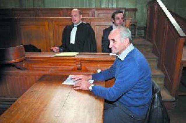 """Francia juzga al cazador que mató en 2004 a la osa """"Cannelle"""""""