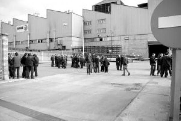 Un incendio en Luzuriaga de Tafalla paraliza su producción