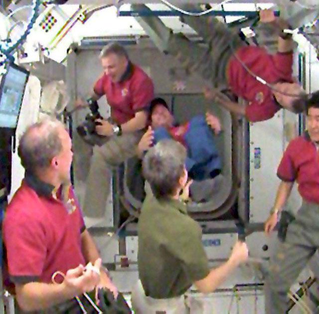"""El """"Endeavour"""" se acopla con éxito a la Estación Espacial Internacional"""