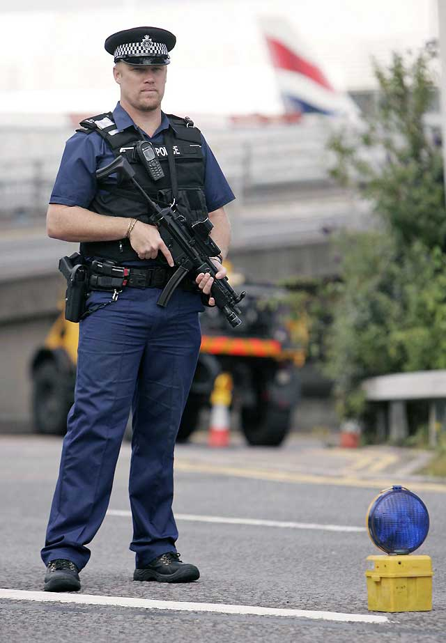 Detenido un hombre que invadió una pista de aterrizaje en Heathrow