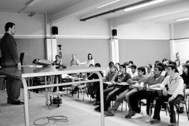 Los alumnos del IES Ega asisten a charlas sobre drogependencia