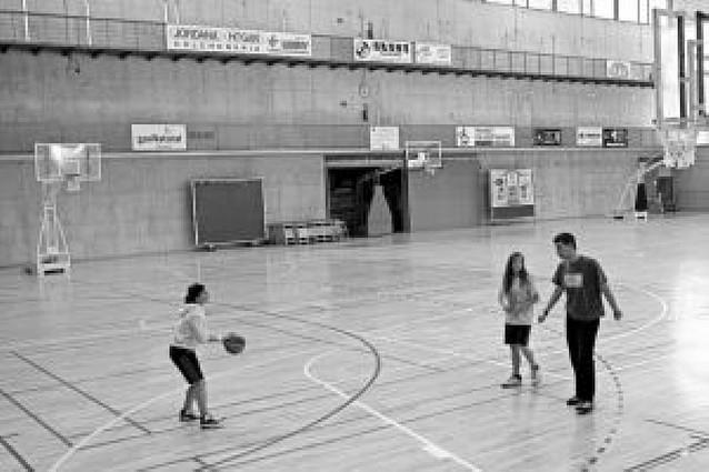 El polideportivo de Estella estrenará nuevas gradas portátiles mecanizadas