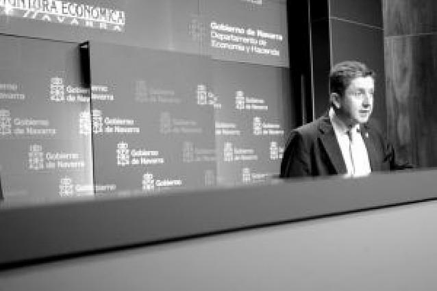 """El Gobierno quiere pactar con los socialistas """"si compensa"""" aplicar los 400 euros de Zapatero"""
