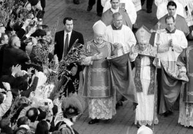 El Papa presidió en la plaza de San Pedro la procesión del Domingo de Ramos