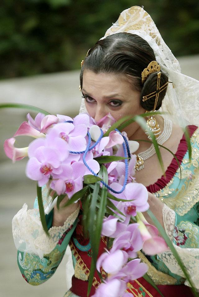 La Semana Santa introduce el morado en la flor que llevarán 45.000 falleros